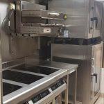 Installation de crédence inox, plaque induction, soubassement réfrigéré, four 5 et 10 niveaux